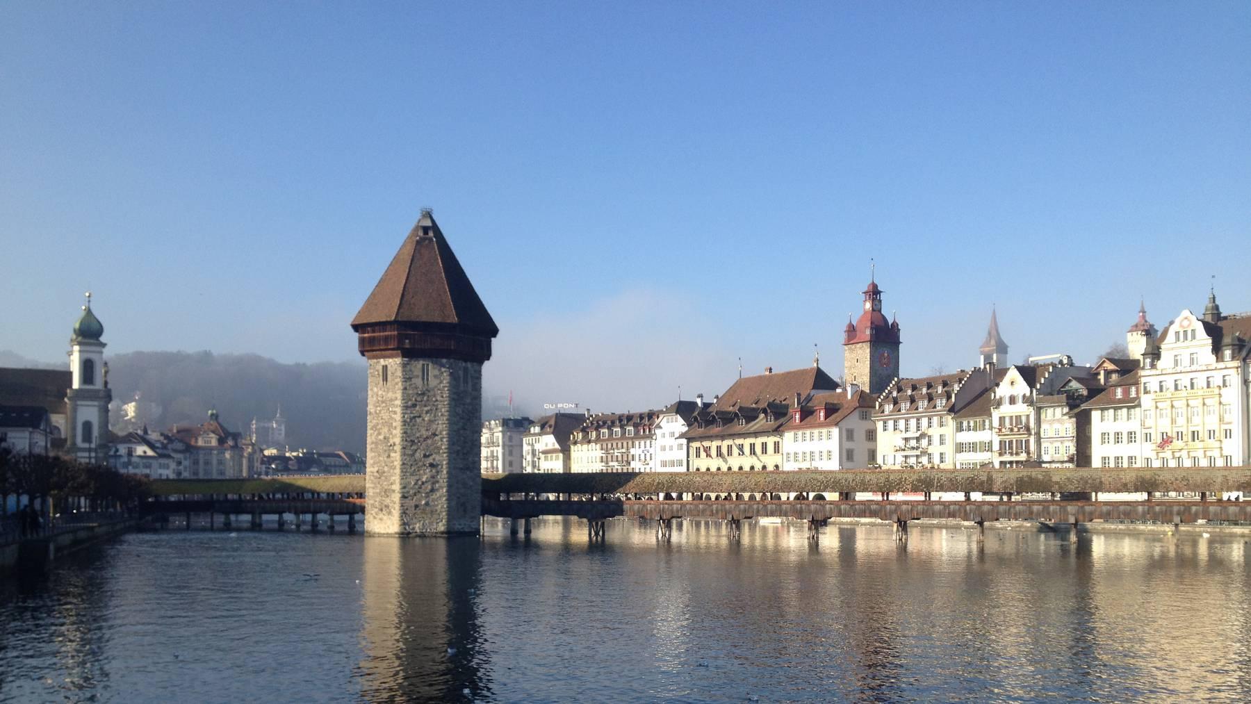 Die Kapellbrücke in der Stadt Luzern: Eines der beliebtesten Fotosujets der Touristen.
