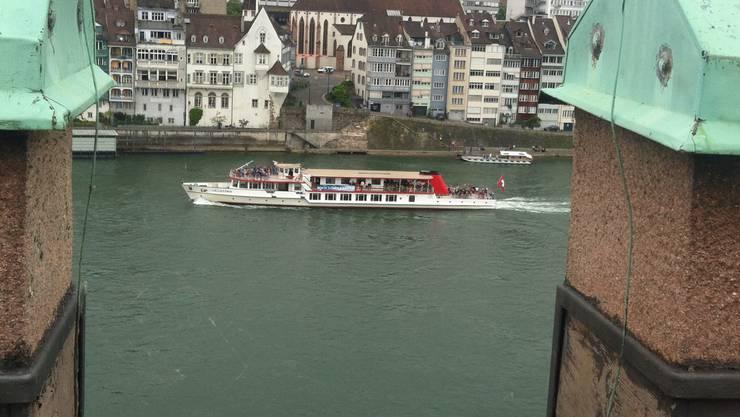 Vom Dach der Kaserne aus kann man den Lällekönig auf dem Rhein sehen.