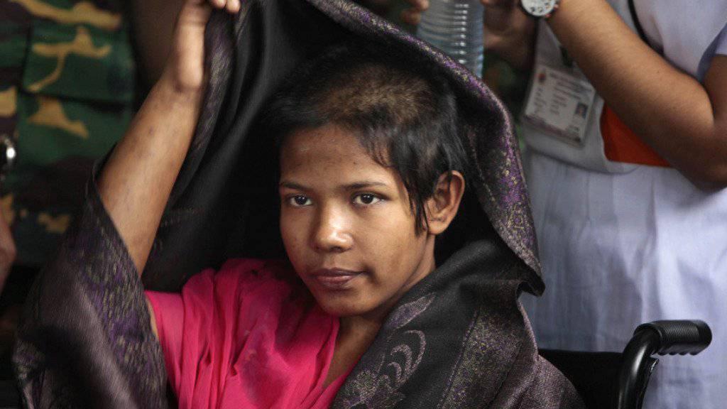 Ein Film über die 19-jährige Näherin Reshma Begum, die 17 Tage unter den Trümmern eines Textilfabrik-Gebäudes gefangen war, darf in Bangladesh nicht in die Kinos kommen (Archiv).