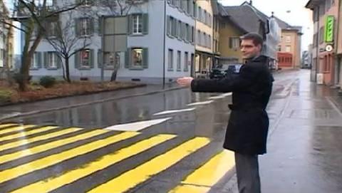 Grossrat Samuel Schmid auf einem Fussgängerstreifen