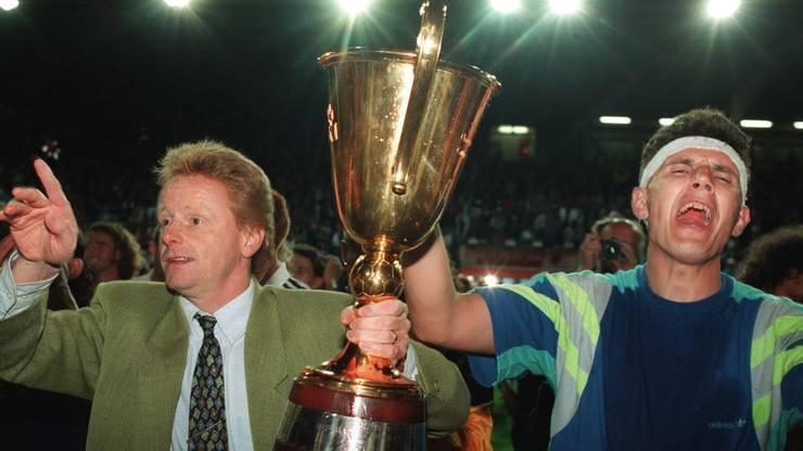 Aaraus Kultfigur Petar Aleksandrov (rechts) bei der Meisterfeier 1993 mit dem damaligen FCA-Trainer Rolf Fringer.