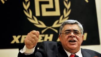 """Erstmals im griechischen Parlament: Nikos Michaloliakos und seine rechtsextreme Partei """"Goldene Morgenröte"""" (Archiv)"""