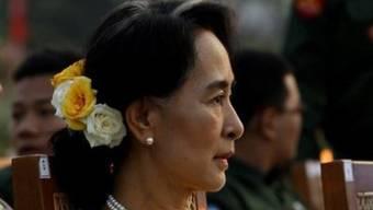 Aung San Suu Kyi an der Militärparade