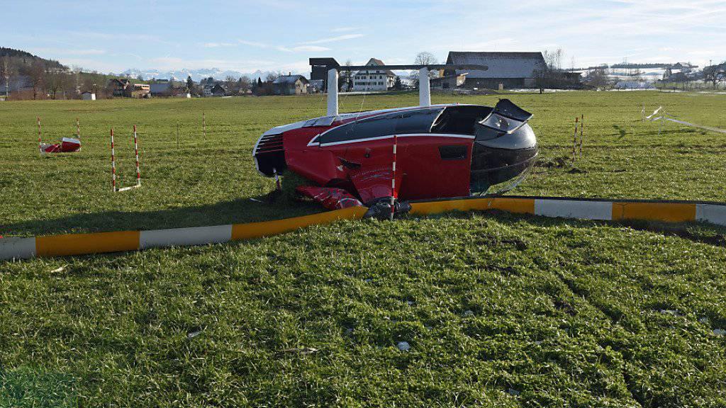 Der Helikopterpilot und die drei Passagiere blieben beim Unfall unverletzt.