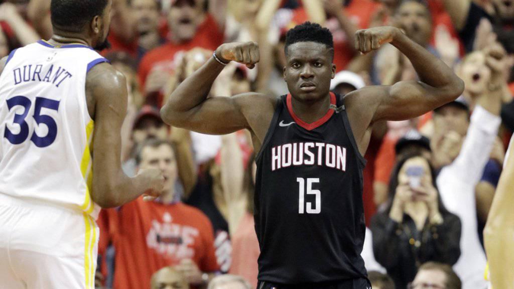 Clint Capela lässt seine Muskeln in der NBA spielen