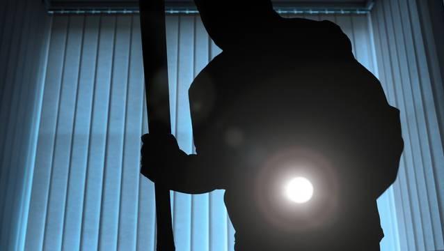 Der flüchtige Einbrecher konnte von der Polizei festgenommen werden. (Symbolbild)