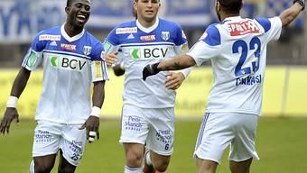 Freuen sich über das 1:0: Lausannes Spieler Sanogo, Katz, Chakhsi