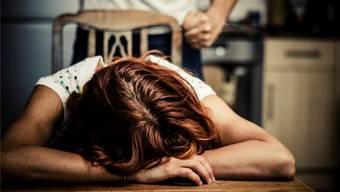 Der Angeklagte hatte seine Ehefrau während Jahren immer wieder bedroht. Symbolbild: IStockphoto