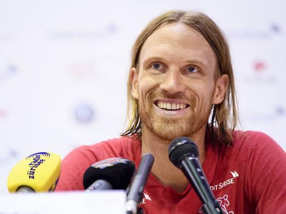 Verteidiger Michael Lang berichtet über die Stimmung im Schweizer Nationalteam während der Doppeladler-Affäre.