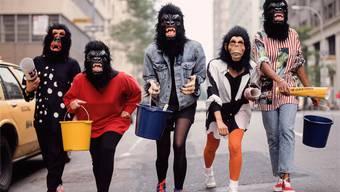 «Wer Frauen draussen hält, macht sie wütend»: So die anonyme US-amerikanischen Künsterinnengruppe Guerilla Girls, die sich seit Mitte der 1980er-Jahre gegen Diskriminierung im Kunstbetrieb einsetzt.