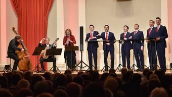 Von links Bassist Knut Erik Sundquist, Gitarrist Göran Söllscher, Klarinettistin Sabine Meyer sowie das Vokalensemble The King's Singers.