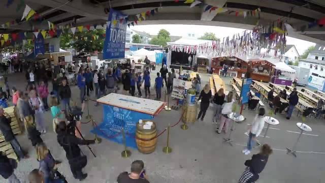 Fast 3 Stunden Verteilaktion in 2.5 Minuten: Die grösste Solothurner Torte der Welt wird am Streetfood Festival Solothurn 2018 für einen guten Zweck verteilt
