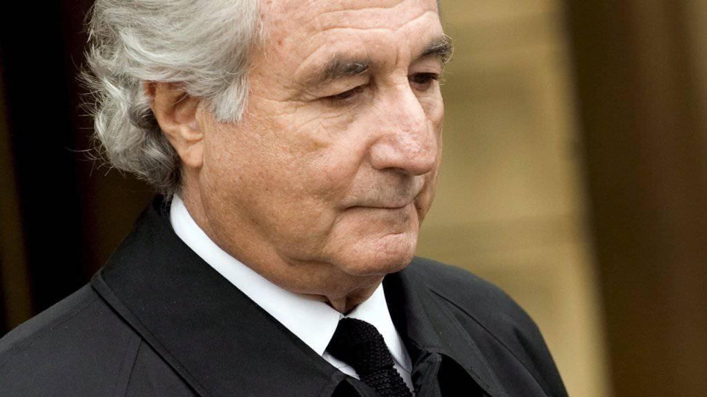 Bernard Madoff nach einer Anhörung vor Gericht in New York: Sein Finanzbetrug beschäftigt die Justiz bis heute. (Archiv)