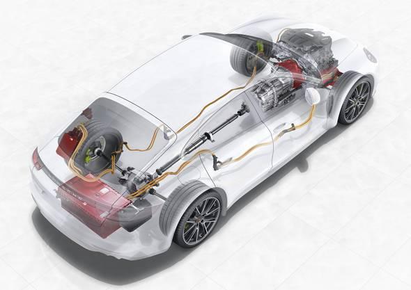 Im Strassenauto sitzt die Batterie im Heck. Der E-Motor sitzt zwischen Verbrenner und Getriebe - und treibt somit alle vier Räder an.