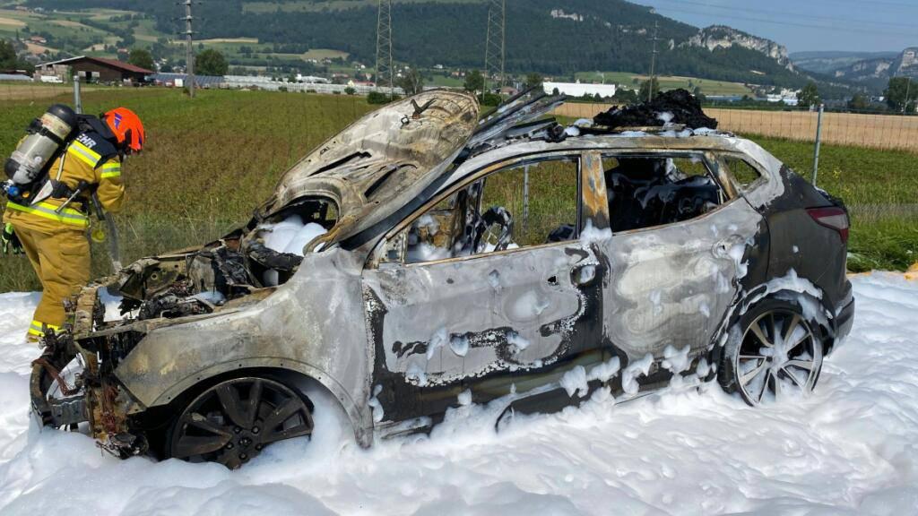 Auto geht auf A1 bei Niederbipp BE in Flammen auf