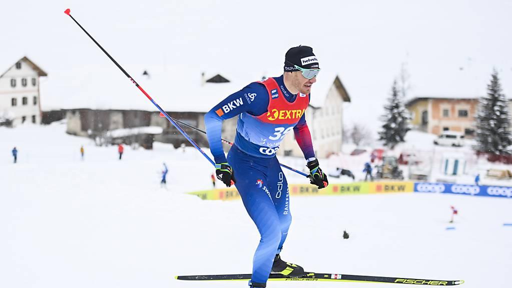Dario Cologna skatet durch seine Heimat Val Müstair.