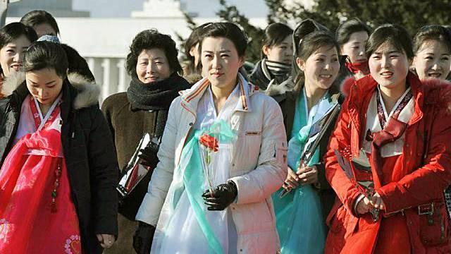 Nordkoreanerinnen feiern den Staatschef