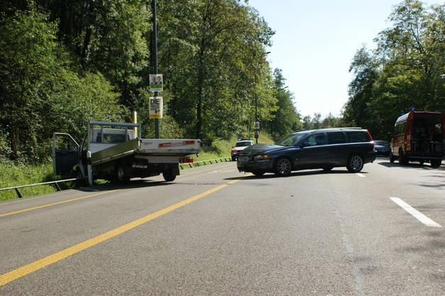 Ein RVBW-Gelenkbus fuhr ungebremst in einen vor ihm stehenden Transporter.