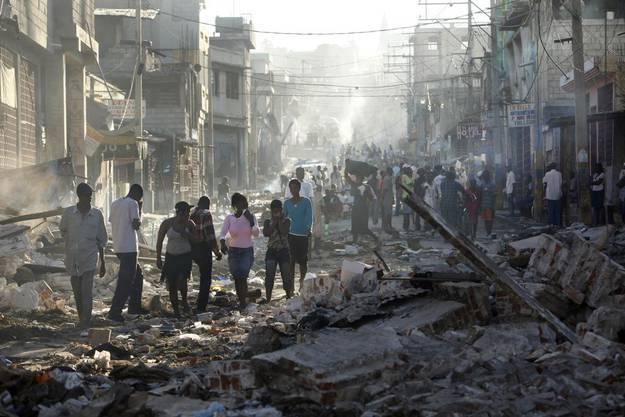 Am 12. Januar bebte im Karibikstaat die Erde. Beim schwerste Erdbeben seit 200 Jahren sterben über 220 000 Menschen und 1,5 Millionen Menschen werden obdachlos.
