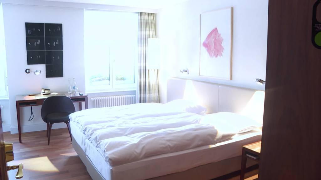 Kurznachrichten: Aussichten Hotellerie, Töffli in Flammen