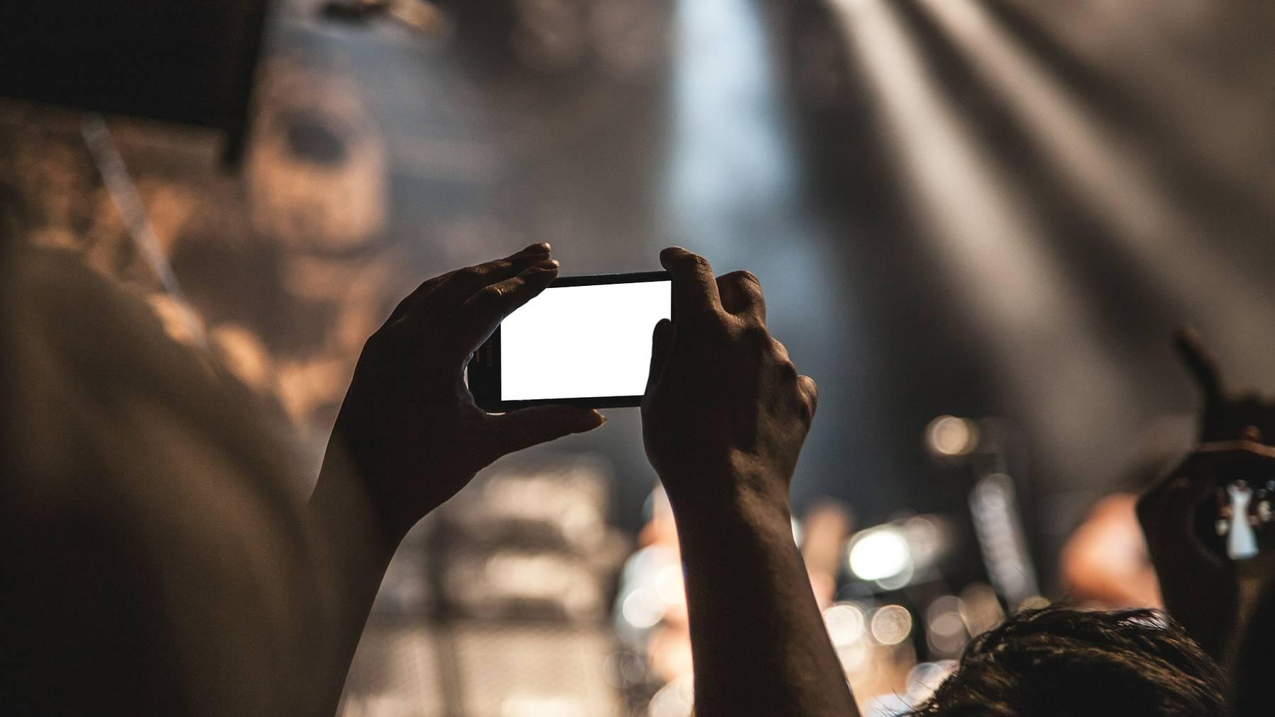 smartphone-407108_1920