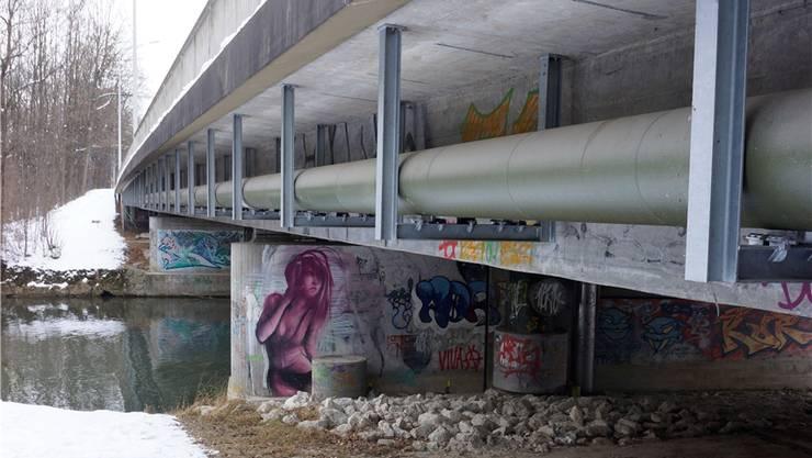 Diese Brücke wurde in den 70er gebaut und soll nun durch einen Werkleistungssteg ersetzt werden.