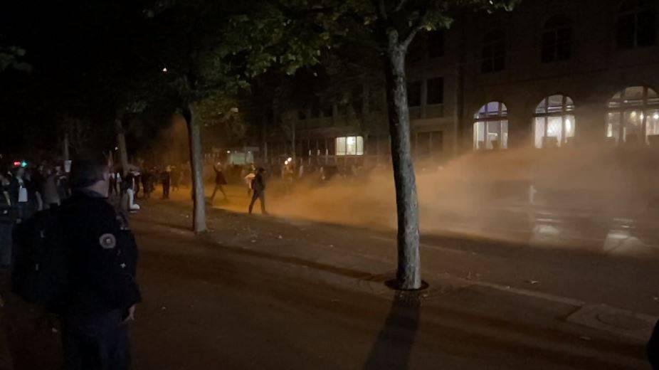 Corona-Demo in Bern: Polizei setzt Wasserwerfer und Gummischrot ein