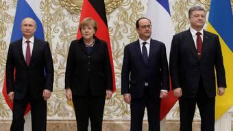 Posieren für die Medien:  Wladimir Putin, Angela Merkel, François Hollande und Petro Poroshenko.