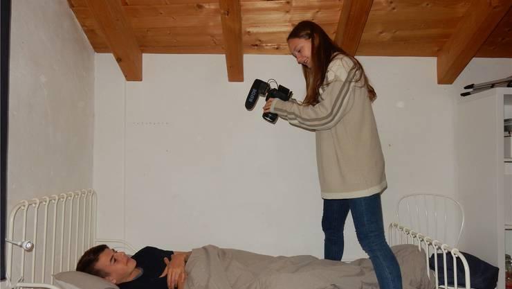 Nora Luz dreht eine Filmsequenz mit Dave.
