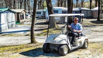 Beat Koller mit seinem Ferrari auf Kontrollfahrt im Camping-Areal.