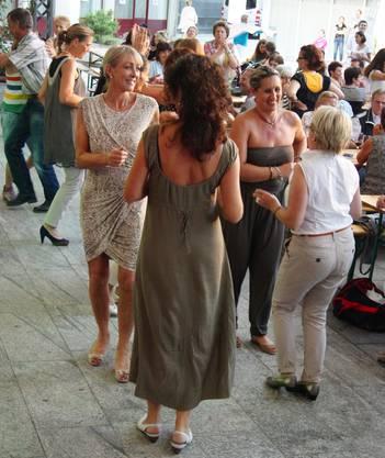 Auf der Tanzfläche auf dem Dorfplatz war immer Hochbetrieb