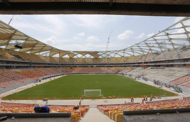 Das Stadion von Manaus im Bau befindend