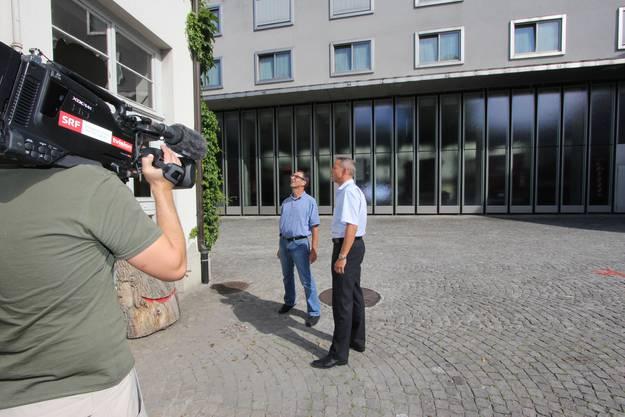 Gasknall im Lützelhof, Berufsfeuerwehr Basel-Stadt, links Staatsanwalt-Sprecher René Gsell, rechts: Dominik Walliser, Leiter Rettung BS