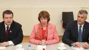 Dacic (links) und Thaci einigen sich unter Vermittlung von EU-Aussenbeauftragter Ashton