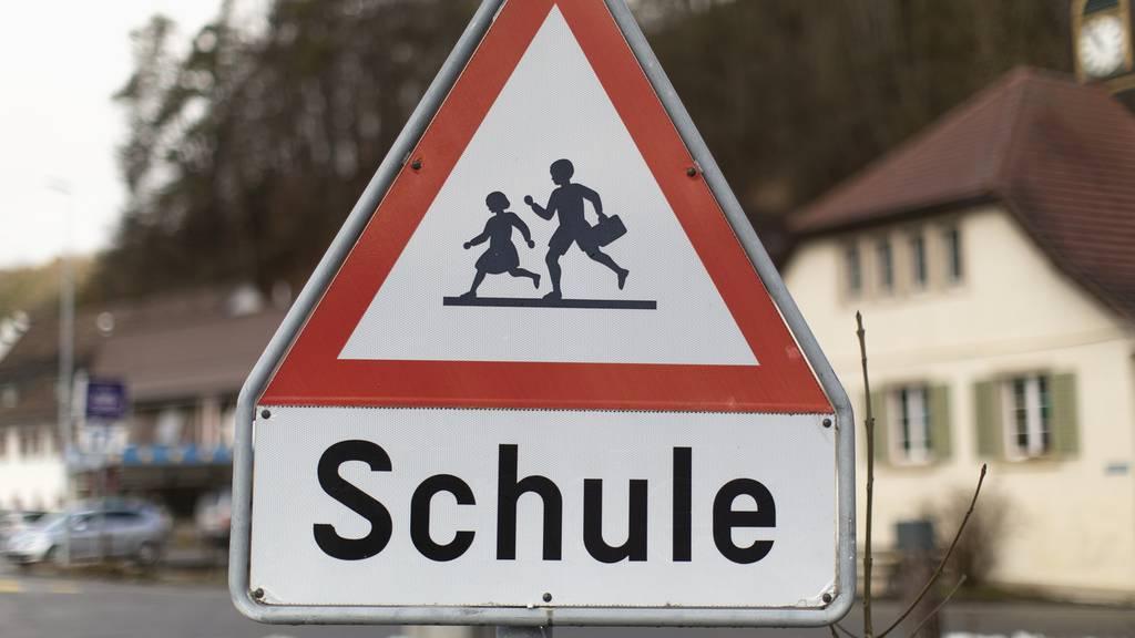 Autofahrer machen Schulwege unsicher: Aargauer Regionalpolizeien büssen über 5500 Lenker