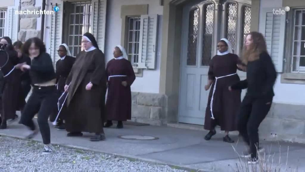 Katholische Kirche tanzt zu Jerusalema