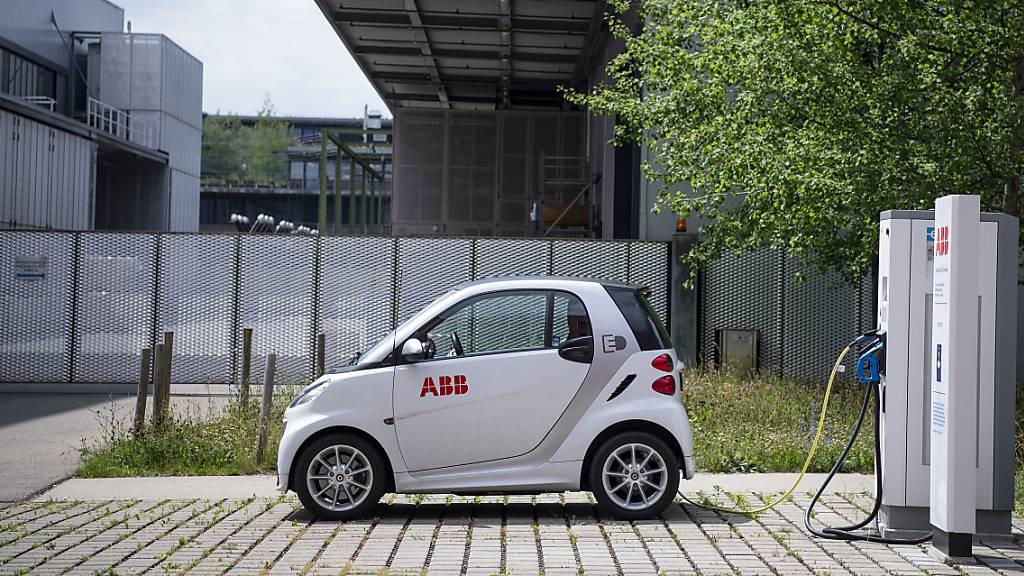 ABB stattet Österreichische Post mit Ladestationen aus