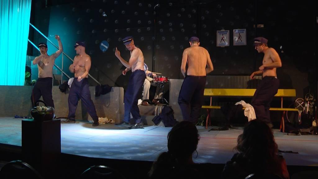 Laienschauspieler aus Langnau ziehen blank