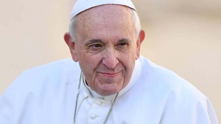 Jorge Bergoglio - der heutige Papst Franziskus - hat in Argentinien während der Militärdiktatur mehr Menschen geholfen und gerettet als bisher bekannt. (Archivbild)