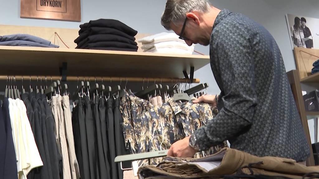 Liegengebliebene Frühlingskollektion: Was passiert mit den Kleidern?