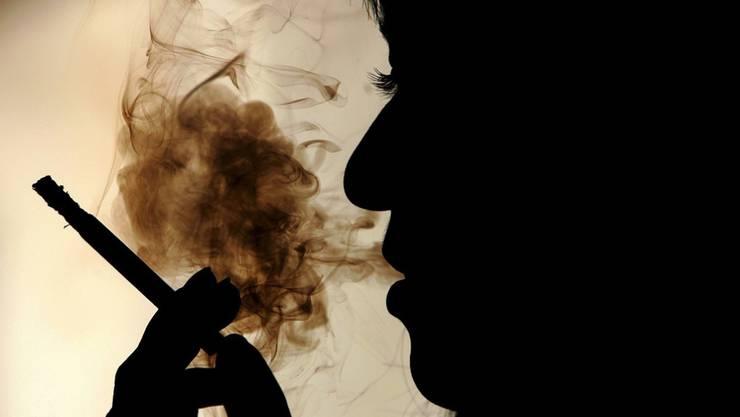 Gemäss des Bundesamtes für Gesundheit raucht fast ein Viertel der Schweizer Bevölkerung. (Symbolbild)