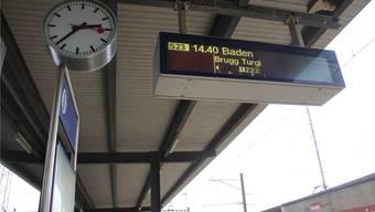 Am Bahnhof Lupfig verkehren neben den Personen- auch viele Güterzüge. cm