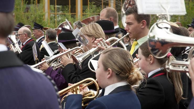 Musikanten beim Gesamtchor