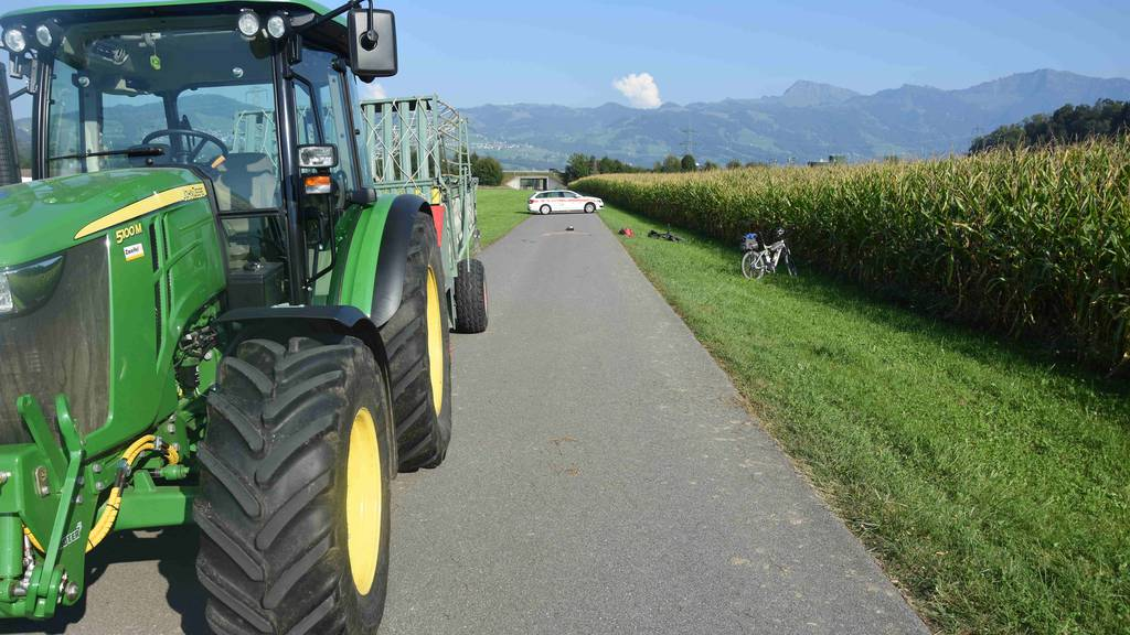 E-Bike-Fahrer nach Unfall mit Traktor schwer verletzt