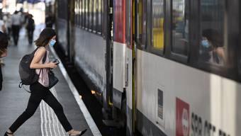 Mittlerweile ist der öffentliche Verkehr beinahe zum Normalzustand zurückgekehrt. Einzige Ausnahme: Die Maskenpflicht. (Symbolbild)
