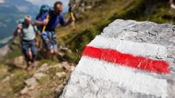 Rot-weiss markierte Bergwanderwege sind nicht zu unterschätzen.