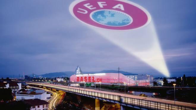Die Uefa gibt den Baslern den Tarif für das Endspiel der Europa-League durch. Foto: FC Basel/Montage Marco Tancredi