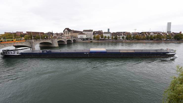 Am Montag durfte das erste 135-Meter-Schiff in Birsfelden geschleust werden.