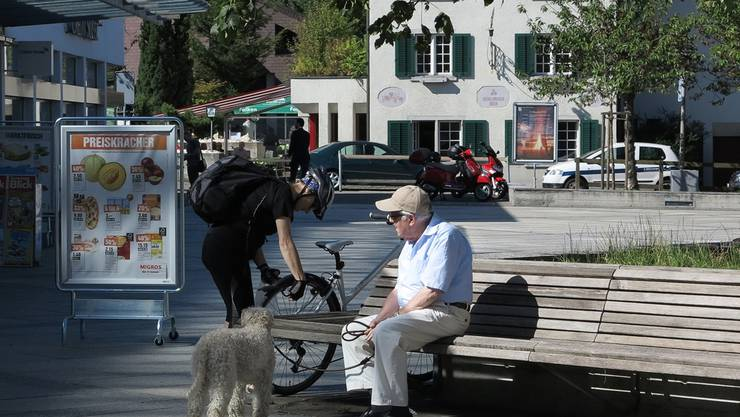 Senioren und Senioren werden vom Fahrdienst