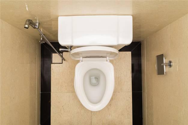 Menschen, die Schwierigkeiten haben, ihren Harn zu kontrollieren, müssen ausserhäusliche Aktivitäten oftvon der Erreichbarkeit einer Toilette abhängig machen. Thinkstock